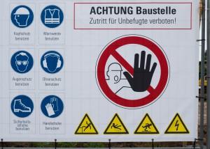Sicherheitshinweise Schild